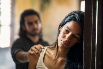 Signs of Abusive Relationship - From Passionate Love to Tears and Terror